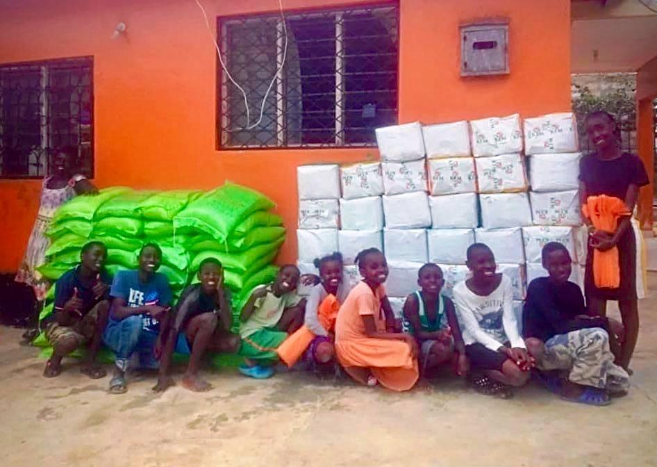 Support Mombasa donerer 2 tons mad til fattige familier